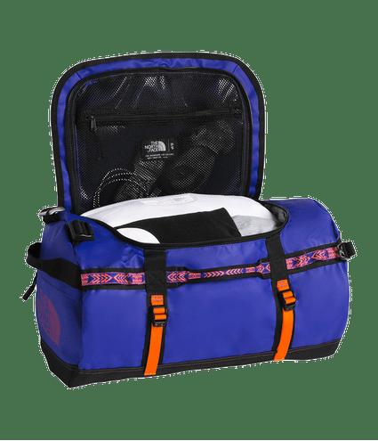 3ETO6SK-Mala-de-Viagem-Base-Camp-Duffel-92-Rafe-Azul-detal2