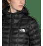 48KGKX7-Jaqueta-Feminina-Thermoball-Eco-Super-com-Capuz-Preta-detalhe-6